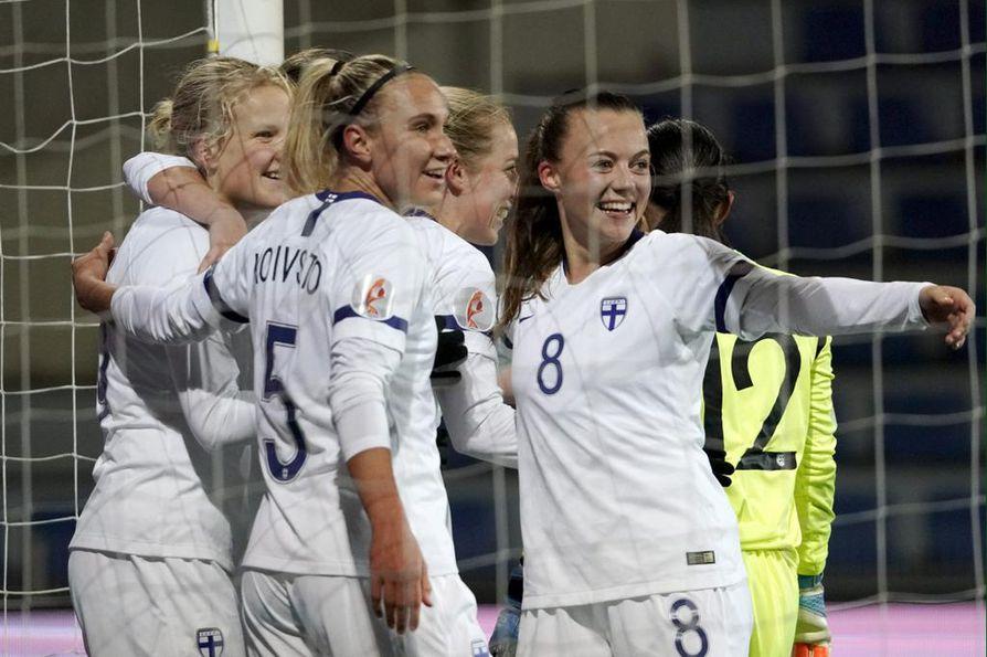 Suomen naisten jalkapallomaajoukkueella oli aihetta hymyyn maali-ilottelussaan Albaniaa vastaan.