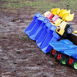 Perheet toivovat Rovaniemen leikkipaikoille keinuja, hoidettuja nurmikoita ja penkkejä – kaupunki päivittää leikkipaikkojen peruskorjausohjelmansa ensi vuonna