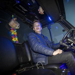 Traktorimönkijä syrjäytti mopoauton – Viljamin Pollessa värivalo välkkyy ja Wunderbaum vapisee
