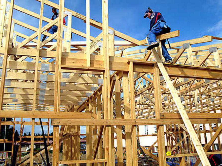 Nivan koulun pihamaalla rakennetaan uutta koulua.
