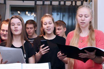 Murron nuorisokuoro konsertoi kolmessa eri paikassa – ensimmäinen tiistaina Pyhän Tuomaan kirkossa Oulussa