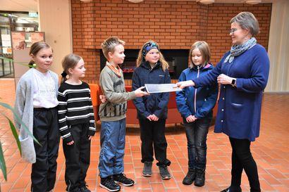 Lapset muuttaisivat ruokalistaa – Torangin koulun 4. luokkalaiset jättivät kuntalaisaloitteen neljän eri ruokalajin poistamisesta ja niiden korvaamisesta lasten ehdotuksilla