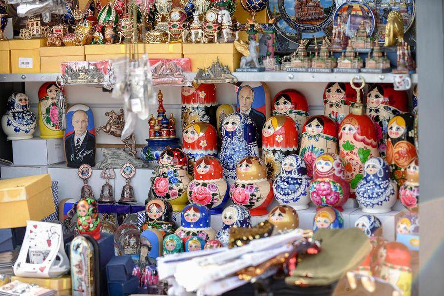 Venäjän presidentti Vladimir Putin on päässyt myös perinteisten matkamuistojen malliksi. Putin on entinen Pietarin apulaispormestari.