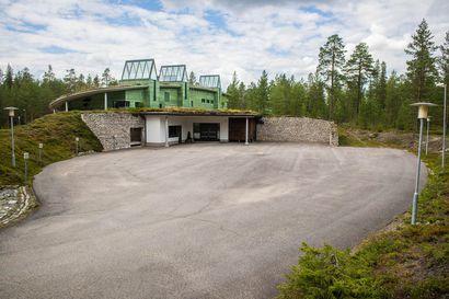 Yli 400 lappilaista vainajaa vietiin Ouluun tai Kajaaniin tuhkattavaksi viime vuonna –Kuskaaminen jatkuu, sillä Lapin ensimmäinen oma krematorio jumi laitetoimittajien nahisteluun