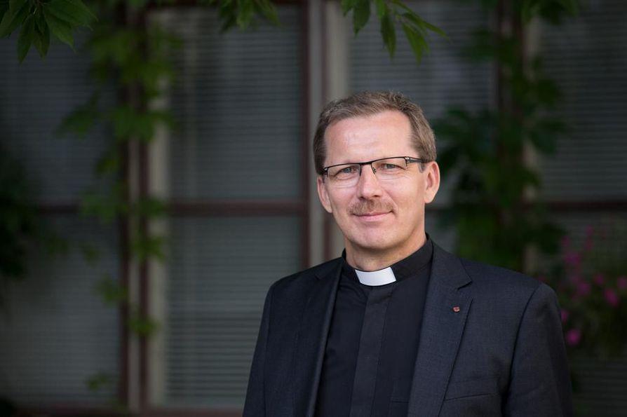 Oulun hiippakunnan piispa Jukka Keskitalo on iloinen, että Ylivieskan seurakunta pääsee nyt rakentamaan kirkkoa.