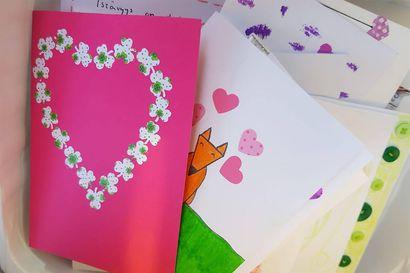 300 senioria sai käsintehdyn ystävänpäiväkortin Rovaniemellä