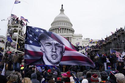Analyysi: Omat hylkäsivät, some kiinni – Näin Trumpin valta mureni pala palalta yhdessä päivässä