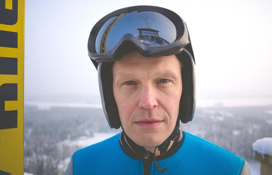 Tatu Mönttinen on työskennellyt freelancer-näyttelijänä vuodesta 2014. Hän oli kiinnitettynä Oulun kaupunginteatteriin 2008–2010.
