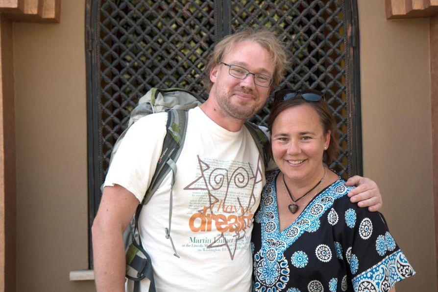 Bram Edel ja Maria Biskop tulivat Kirgisiaan tutustumaan Bramin työtehtävissä tapaamansa ystävän kotikylään.