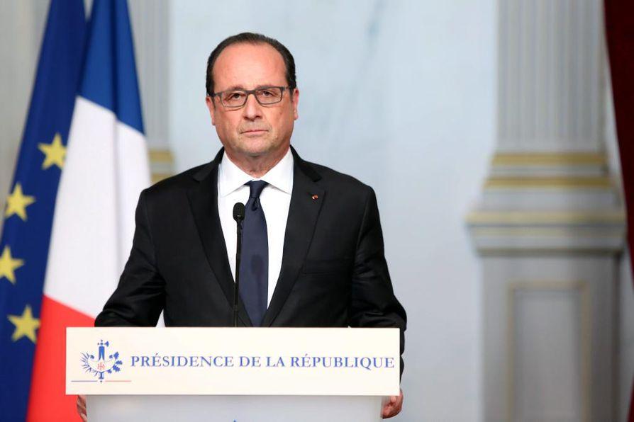 Ranskan presidentti Francois Hollanden mukaan Pariisin terrori-iskut teki Isis-äärijärjestö.