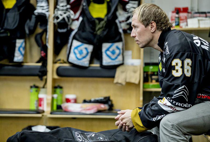Flunssaan sairastunut Jussi Jokinen on mukana Kärppien vieraspelimatkalla, mutta hän ei ole ainakaan perjantaina pelikunnossa.