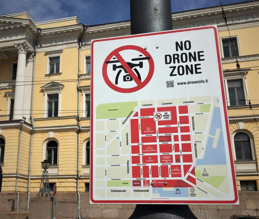 No Drone Zone Kyltit Kirjoitettiin Englanniksi Jotta Turistit