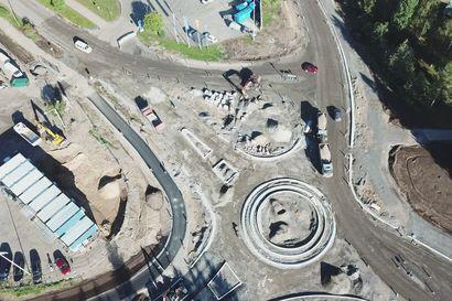 Kiertoliittymä rakenteilla Pudasjärven Kurenalus syksy 2020