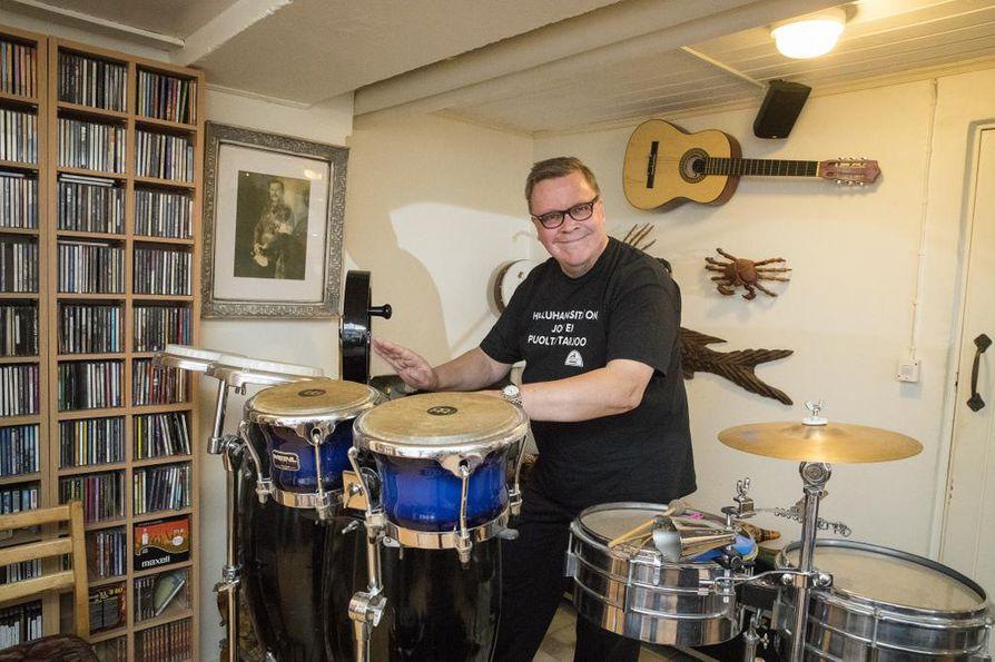 Musiikkimies Laasonen on sanoittanut jo yli tuhat laulua.