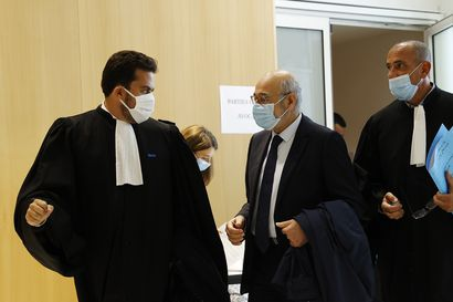 Muhammed-pilakuvien uusi julkaiseminen jakaa ranskalaisten mielipiteet, myös presidentti kommentoi – Oikeudenkäynti terrori-iskusta alkoi