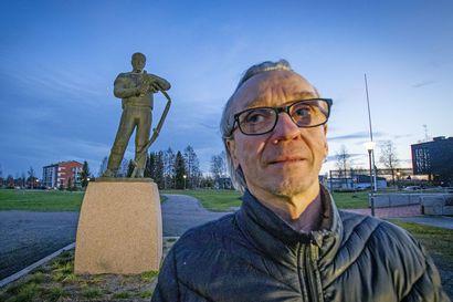 """Limingan Niittomiehiä liki 20 vuotta johtaneelle Jukka Teerikankaalle tärkeintä on ollut madaltaa kynnystä niin, että kaikki halukkaat pääsevät seuraan mukaan – salibandyssa """"omat koirat purivat"""""""