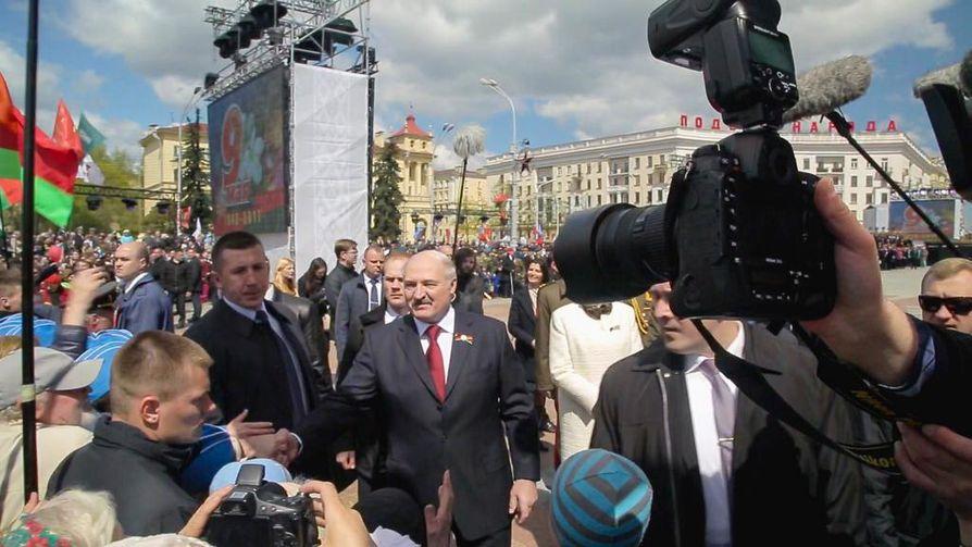 """Aleksandr Lukashenko on näiden aikojen """"isä aurinkoinen"""". Illan Ulkolinja perehtyy hänen pelolla johtamiseensa."""