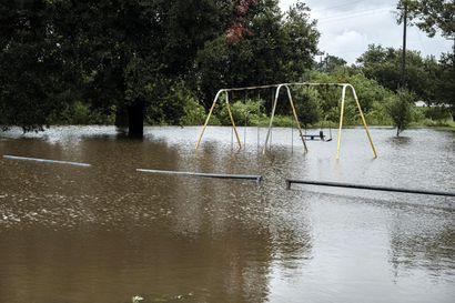 Hurrikaani Laura repi talojen kattoja ja tappoi ihmisen Louisianassa