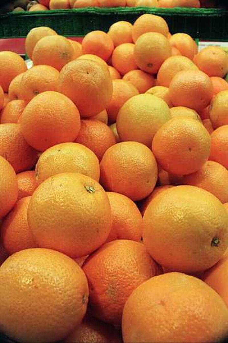 Vielä sata vuotta sitten appelsiini oli meillä harvinaisuus. 1920-1930 -luvulla appelsiineja saatiin ajoittain kevättalvella, mutta vasta toisen maailmansodan jälkeen niitä on ollut tarjolla ympäri vuoden.