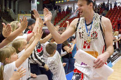Susijengissäkin esiintynyt Ville Kaunisto lopettaa koripallouransa tyylillä – aloittaa työt kansanedustajana