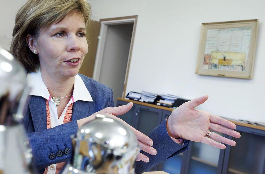 Oikeusministeri Anna-Maja Henrikssonin (r.) mukaan lapsiin kohdistuvat seksuaalirikokset ovat erityisen moitittavia.