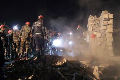 Armenia ja Azerbaidzhan syyttelivät toisiaan siviileihin kohdistuneista iskuista – konfliktissa on kuollut jo satoja