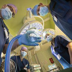 Nukutus on mullistava kokemus, joka pelottaa lähes kaikkia potilaita – menimme OYSin leikkaussaliin selvittämään, mitä meille anestesiassa tehdään
