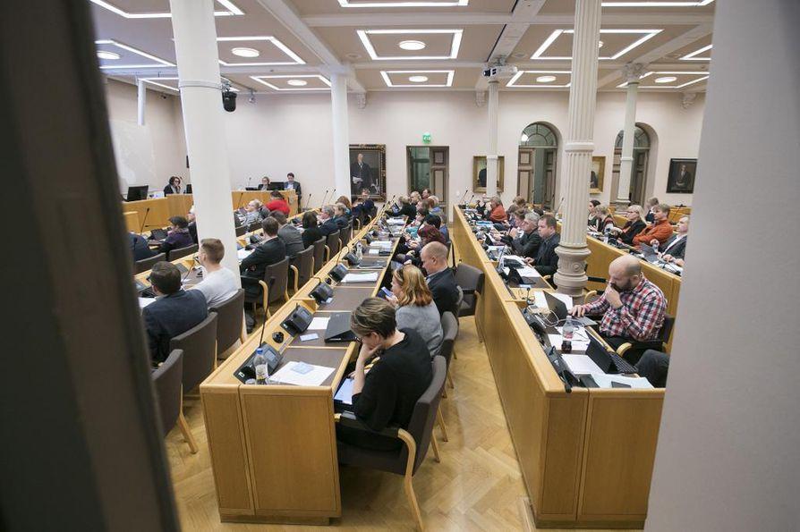 Oulun kaupunginvaltuuston on määrä käsitellä palveluverkkoselvitystä ennen kuin siitä pitää antaa lausunnot. Arkistokuva.