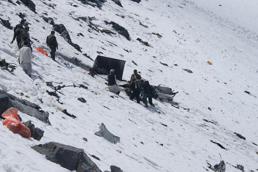 Vuonna 2010 Afganistanissa tapahtui vakava lentoturma, kun Pamir Airwaysin matkustajakone syöksyi maahan. Maanantain kone putosi Keski-Afganistanissa vastaavalla vuoristoisella alueella.