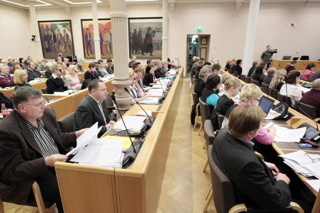 Oulun uusi valtuusto päätti ensitöikseen palkkioista  Oulu  Kaleva fi