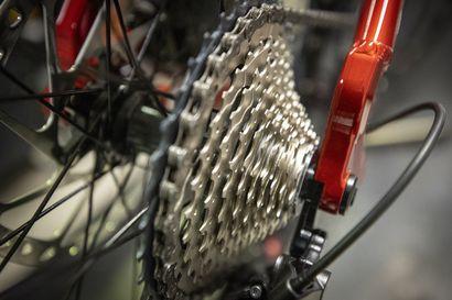 Kevät aktivoi pyörävarkaat – Poliisi muistuttaa pyörän kunnollisesta lukitsemisesta