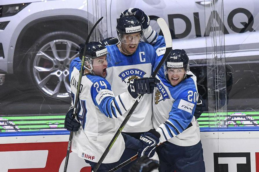 Jääkiekon tuoreita maailmanmestareita kuljettanut lento Bratislavasta Helsinkiin on viivästynyt, kertoo Finnair.