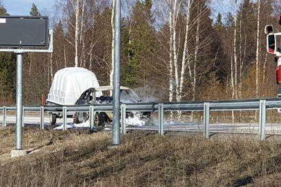 Auto tuhoutui tulipalossa Pohjantien rampilla – Ritaharjun liittymä oli suljettuna noin puoli tuntia