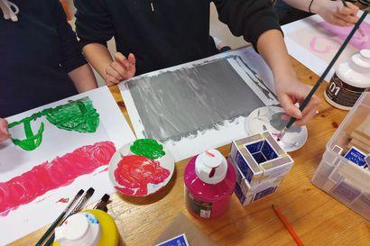 Pudasjärven nuoret luovat valotaideteoksen nuorisotiloihin – teos valmistuu avoimissa valoboksityöpajoissa syyslomaviikolla