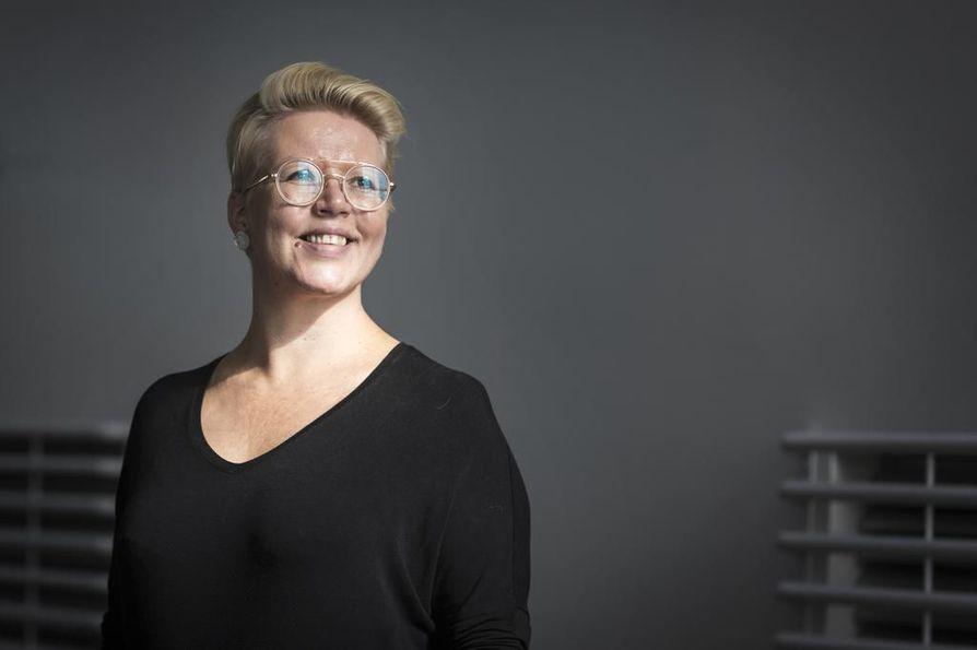 Maija Kuusisto on ollut Oulu Sinfonian intendentti kolmen viikon ajan. Hän on pyrkinyt luomaan yleiskuvaa muun muassa orkesteria kuulemalla. Soittajien henkilökohtaiset tapaamiset jatkuvat syyskuun loppuun.