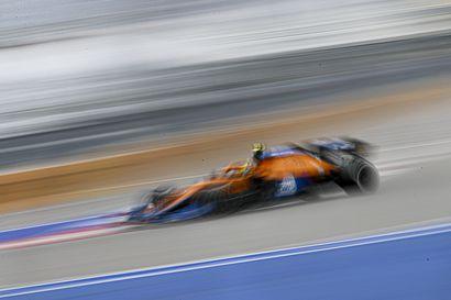 Analyysi: Lando Norris maksoi uhkapelistään kovan hinnan Sotshin F1-kisassa – härskin taktisen pelin uhriksi joutunut Valtteri Bottas tyytyi ajelemaan terveisiä