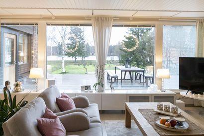 """Oulujokivarressa asuvien Vinski ja Jon Åströmin sisustus vaihtuu inspiraatioiden mukaan, mutta """"bling blingiä pitää kodissa olla ripaus aina"""""""
