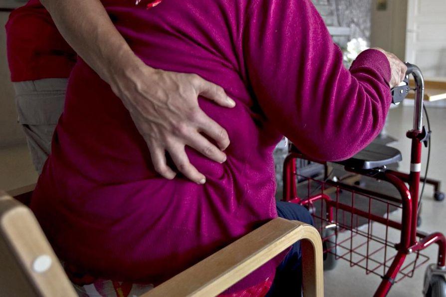 Vanhustenhoidon säilyttäminen edes nykytasollaan maksaa lisää rahaa tulevaisuudessa.