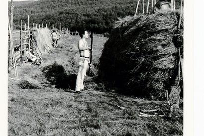 Professori Juha Pentikäisen laaja arkisto luovutettiin Saamelaisarkistolle Inarissa: Pentikäinen on nyt onnellinen mies