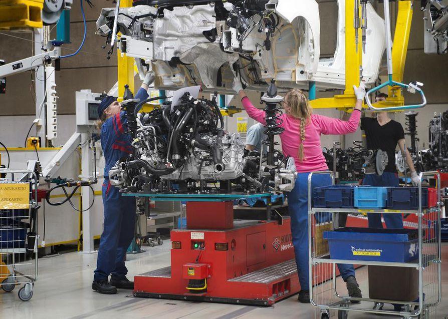 Kiinasta tuodaan paljon osia ja materiaaleja esimerkiksi elektroniikka- ja autoteollisuuden tarpeisiin. Kuvituskuva Valmet Automotiven Uudenkaupungin autotehtaalta.