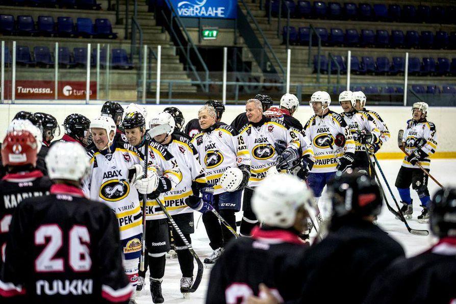 Raahen Kanuunat ja Oulun Nitro-Kärpät pelaavat ystävyysotteluita säännöllisin väliajoin. Tällä kertaa oululaiset veivät voiton.
