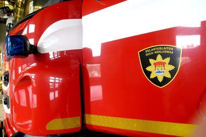 Auto roihusi pihalla ja oli vaarassa sytyttää talon palamaan Oulunsalossa – poikaporukka herätti talonväen