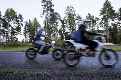 Mopokuskeja jäi poliisin haaviin Meri-Lapissa – usealle napsahti sakko ja ajokielto, yksi pakeni poliisia juopuneena mönkijällä