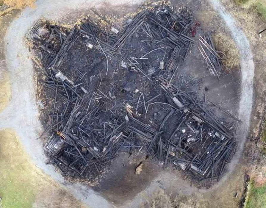 Kiihtelysvaaran ristinmuotoinen kirkko paloi syyskuussa 2018. Tekijä tuomittiin vankeuteen ja isoihin korvauksiin.
