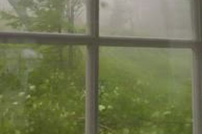 Myrsky ujelsi Sotkamossa Nuasjärven rannalla
