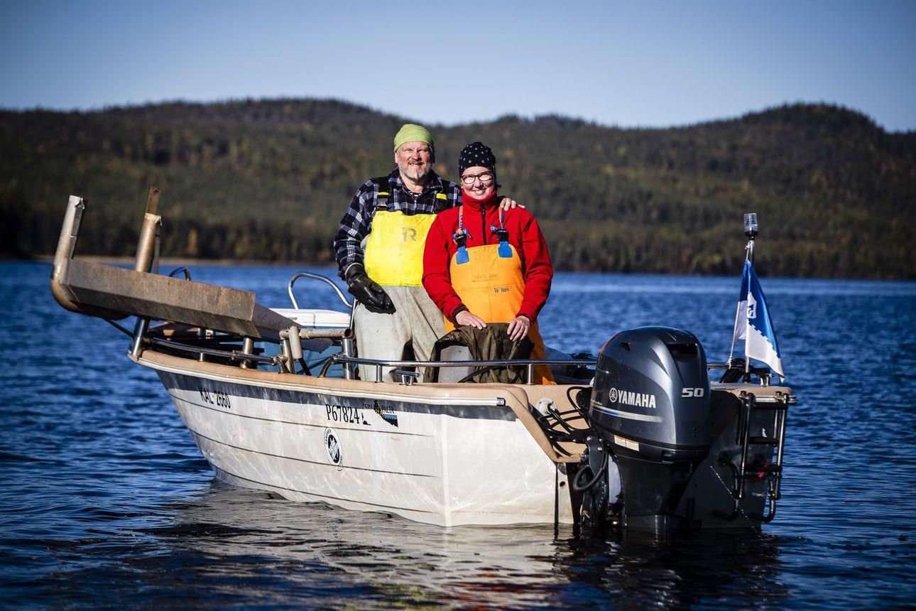 Kun Päivi ja Jukka Sirkkala menivät naimisiin, ystävä lauloi heille Myrskyluodon Maijan – nyt pariskunta kalastaa työkseen Miekojärvellä ja muistelee kirjanpitäjän ystävällistä varoitusta