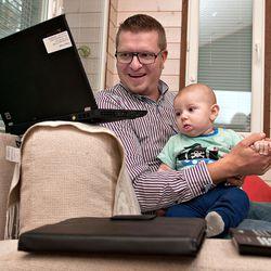 Kotiin jäänyt vanhempi on suuremmassa uupumisriskissä – pitää muistaa välillä myös rentoutua