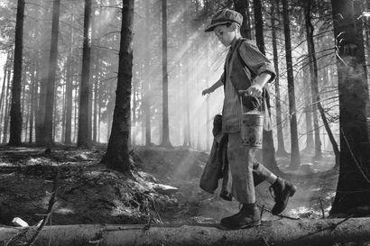 Arvio: Nuori poika joutuu kokemaan käsittämätöntä julmuutta sensaatioromaaniin perustuvassa sotaelokuvassa