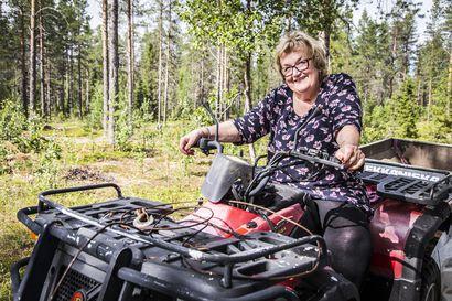 Mummo nousee yhä nosturin koppiin –Sodankyläläinen Leena Vaarala, 76, on tiettävästi Suomen vanhin töitä tekevä nosturinkuljettaja