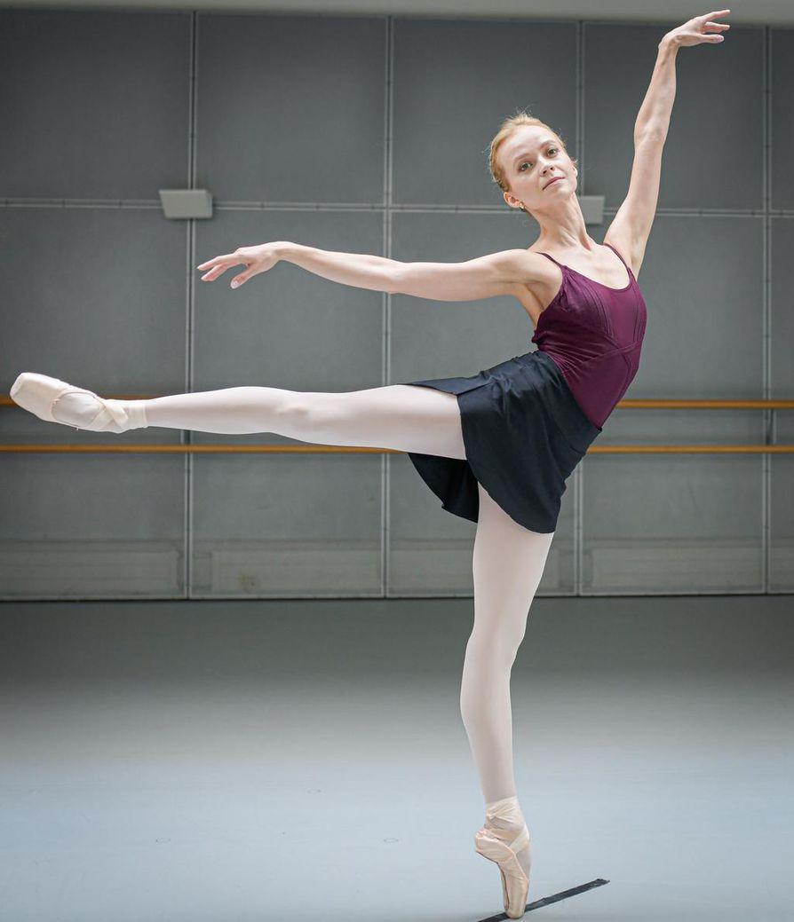 Suomalaisballerina Elina Miettinen on yltänyt balettimaailmassa korkealle Yhdysvalloissa. Hän on tehnyt ainoana suomalaistanssijana pitkän uran American Ballet Theatressa.